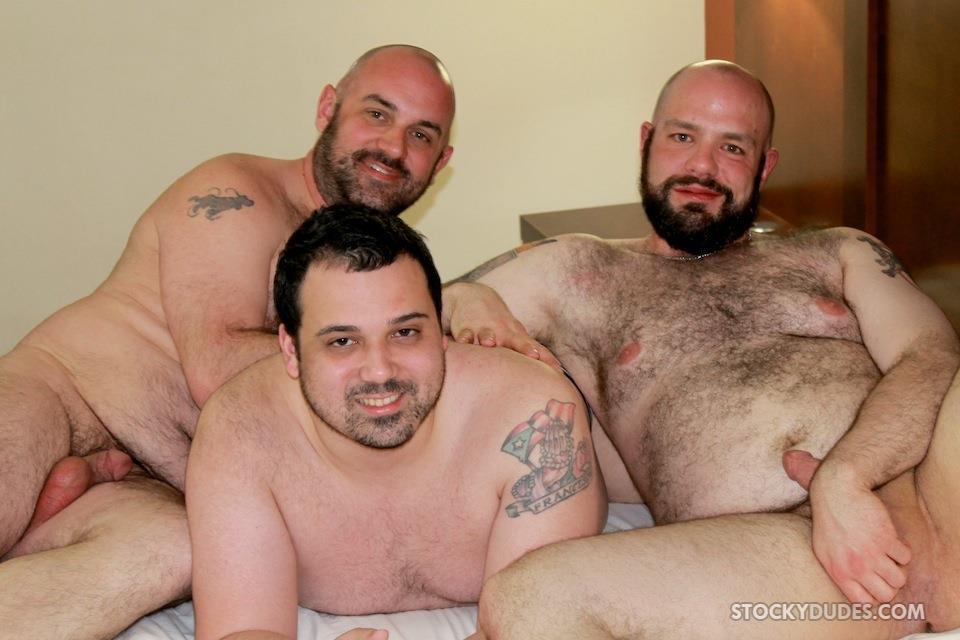 Stocky Dude Skotts Sex Tape Threeway Chubby Guys Bareback Sex Amateur Gay Porn 01 Amateur Chubby Bear Bareback Threesome With 2 Daddies and 1 Cub